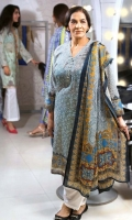 gul-ahmed-summer-essential-lawn-collection-2018-159