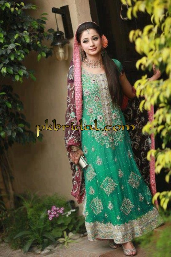 Mehndi Dresses | Pakistani Wedding Dressess | Party Dresses | Evening Gowns | Groom Sherwani Online