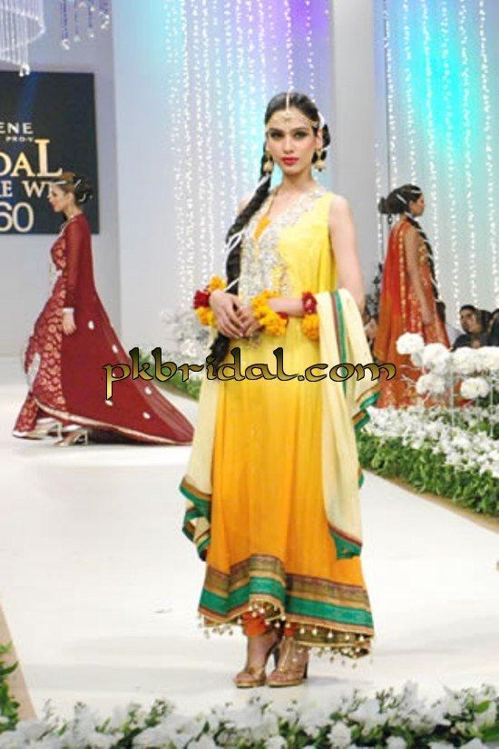 pakistani-mehndi-dresses-12