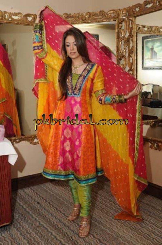 pakistani-mehndi-dresses-13