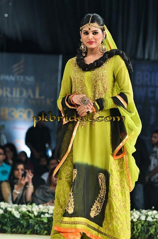 pakistani-mehndi-dresses-27